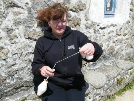Filage de laine à l'écomusée du Niou
